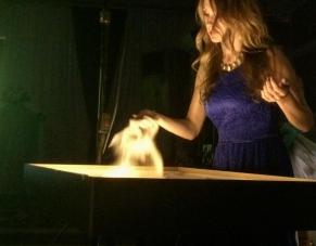 Песочное и световое шоу Людмилы Лепковой делает волшебство своими руками_5