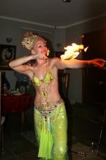 Нонна Некрасова ,повелительница огня и ножей, завораживает костюмами и фокусами_12