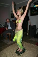 Нонна Некрасова ,повелительница огня и ножей, завораживает костюмами и фокусами_13
