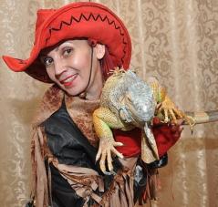Нонна Некрасова ,повелительница огня и ножей, завораживает костюмами и фокусами_15