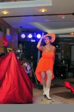 Нонна Некрасова ,повелительница огня и ножей, завораживает костюмами и фокусами_6